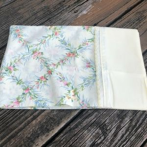 Vtg Floral Standard Pillowcases 1 Pair Yellow Pink
